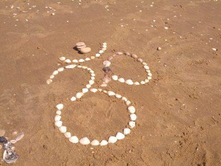 Om im Sand
